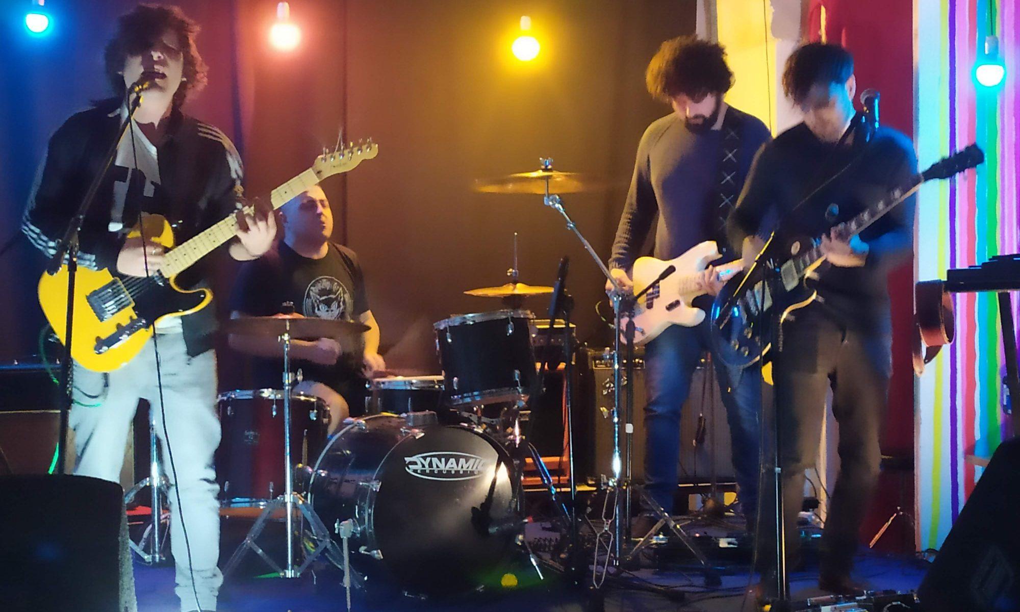 Doris_live_band